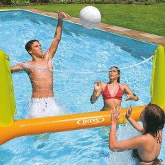 Faites du volley-ball en profitant de la piscine cette été