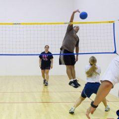 Jouer au volley avec les murs, le Wallyball