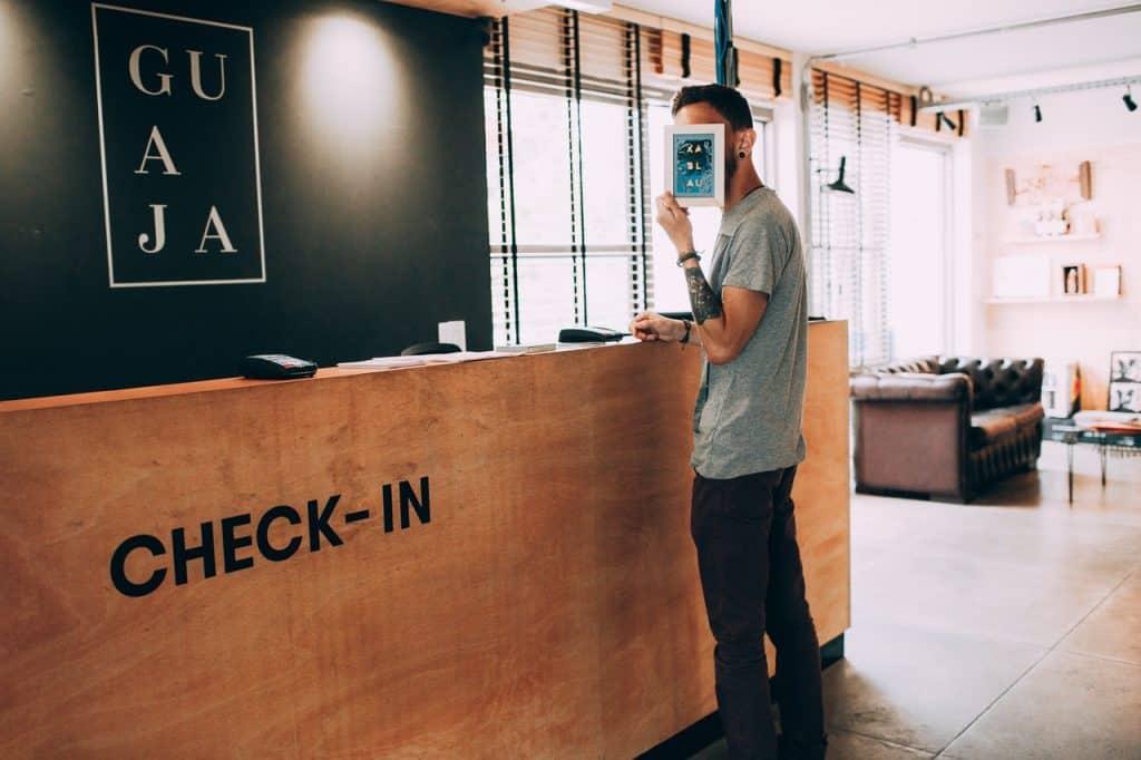 Hall d'accueil hôtel pour check-in